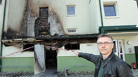 Drei Brände binnen einer Stunde in Wohnanlage in NÖ (Bild: Peter Tomschi)