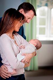 Joachim und Marie von Dänemark zeigen ihr Baby (Bild: kongehuset.dk/Steen Brogaard)