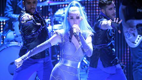 Frauenküsse à la Madonna und Britney beim Echo (Bild: EPA)