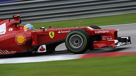 Ferrari-Pilot Alonso siegt vor Mexikaner Perez und Hamilton (Bild: EPA)