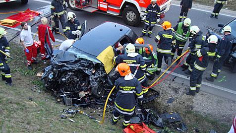 Übungsfahrt endet in OÖ mit drei teils schwer Verletzten (Bild: FF Hart)