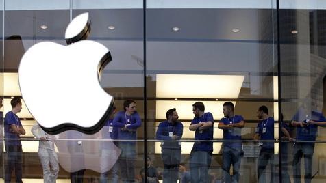 Nase gebrochen: 83-Jährige verklagt Apple in den USA (Bild: dapd)