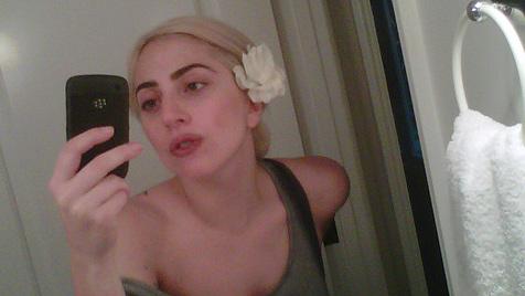 Lady Gaga zeigt sich ungeschminkt auf Twitter-Foto (Bild: Twitter)