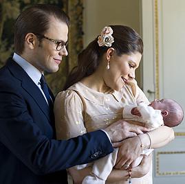Prinzessin Estelles erstes Fotoshooting mit ihren Eltern (Bild: Kate Gabor/Kungahuset.se)