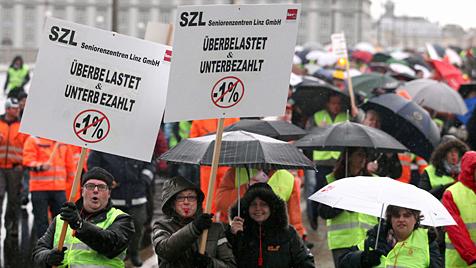 Streik nach Reform des Dienstrechts in OÖ ausgesetzt (Bild: APA/RUBRA)