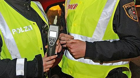 Polizei führt Alko-Tests an eigenen Beamten durch (Bild: Klemens Groh)