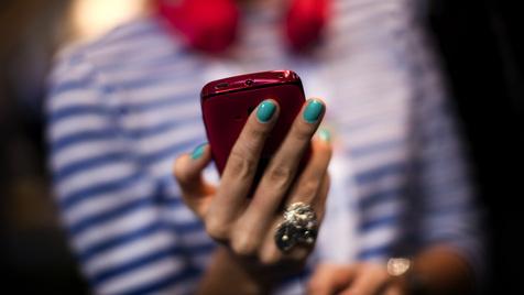 Chip-Allianz für mehr Sicherheit auf Smartphones & Co. (Bild: AP)