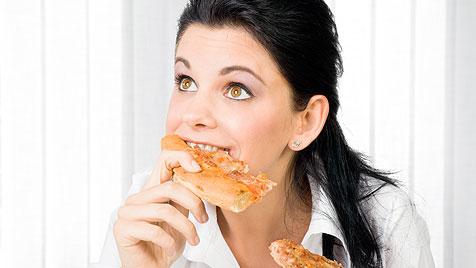 Frau biss sich an Metallstück in Pizza einen Zahn ab (Bild: thinkstockphotos.de)