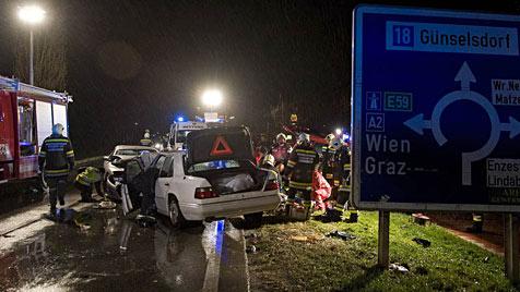 Airbag öffnete sich nicht: Ein Toter bei Frontalcrash in NÖ (Bild: Stefan Schneider)