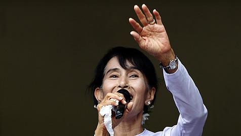 """Haushoher """"Sieg des Volkes"""" f�r Suu Kyis NLD-Partei (Bild: EPA)"""