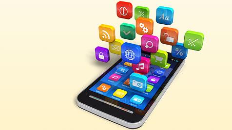 Gratis-Apps entpuppen sich als wahre Stromfresser (Bild: thinkstockphotos.de, krone.at-Grafik)