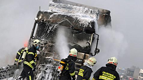 OÖ: Chauffeur von brennendem Laster verschwunden (Bild: laumat.at)
