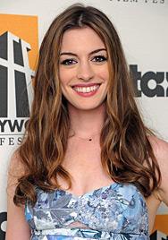 Anne Hathaway trennt sich für Rolle von langen Locken (Bild: dapd)