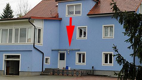 Bub (3) stürzt in OÖ aus Fenster und landet auf Vordach (Bild: Hannes Markovsky)