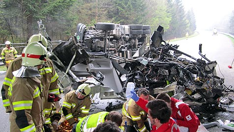 Zwei Verletzte bei Lkw-Unfall auf der A10 in Salzburg (Bild: APA/ÖAMTC)