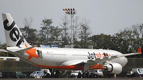 Von SMS abgelenkt: Pilot vergaß aufs Fahrwerkausfahren (Bild: EPA)