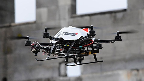 Mini-Helikopter erkunden autonom zerstörte Gebäude (Bild: Peter Rüegg/ETH Zürich)