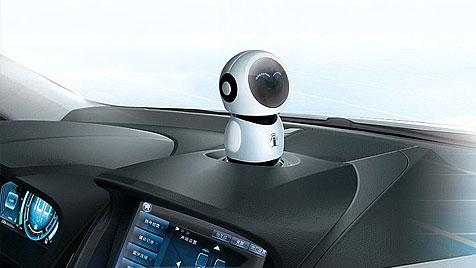 Sieht und hört zu: Roboter hilft künftig in Hybridauto aus (Bild: BYD, krone.at-Grafik)