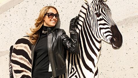 """""""Playboy""""-Haserl Bianca Schwarzjirg zieht sich wieder an (Bild: © Jones)"""