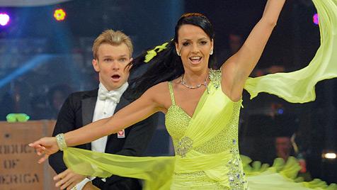 """Ausgetanzt! Dolly Buster scheidet bei """"Dancing Stars"""" aus (Bild: ORF/Ali Schafler)"""