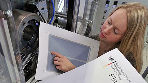 Forscher drucken Lautsprecher auf Papier (Bild: TU Chemnitz/Henrik Schmidt)
