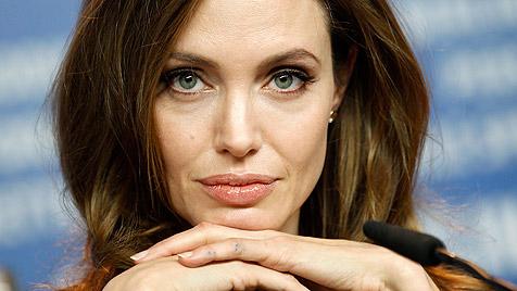 Jolie kann ihren Verlobungsring nicht ausstehen (Bild: dapd)