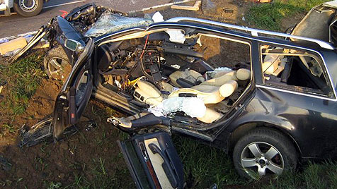 Verkehrsunfall in NÖ fordert Toten und Schwerverletzten (Bild: APA/FF RAVELSBACH)