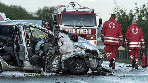 Nach Unfall in OÖ: Lenker kann sich an nichts erinnern (Bild: APA/foto-kerschi.at/Werner Kerschbaummayr)