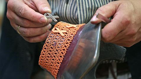 Hochkarätiges Collier steht zur Versteigerung (Bild: APA/GEORG HOCHMUTH)