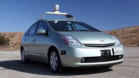 Roboterautos von Google haben die Lizenz zum Fahren (Bild: EPA)