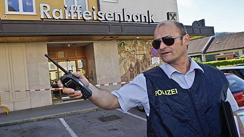 Banküberfall in Salzburg: Räuber auf der Flucht (Bild: Markus Tschepp)