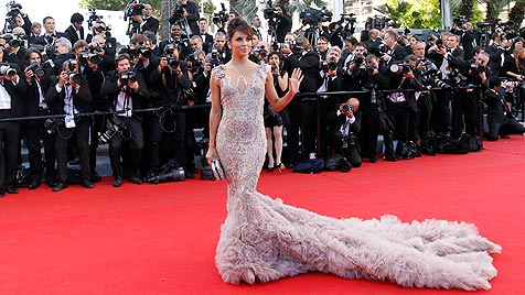 Filmfestival Cannes eröffnet - Stars am Red Carpet (Bild: EPA)