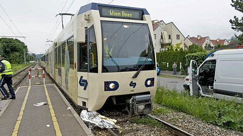 Frau in NÖ von Zug erfasst und schwer verletzt (Bild: Stefan Schneider)