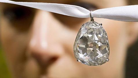 Preußen-Diamant für 7,5 Millionen Euro versteigert (Bild: EPA)