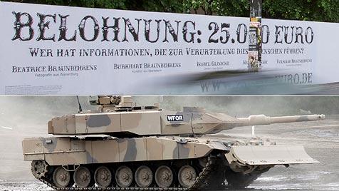 "D: Webgemeinde jagt ""Panzerfamilie"" per Kopfgeld (Bild: EPA, 25000-eruo.de)"