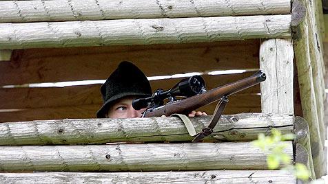 Jäger versteckten erschossenen Hund in Fuchsbau (Bild: dapd/Kai-Uwe Knoth - Symbolbild)