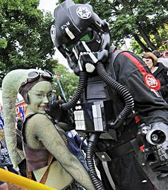 Darth Vader und Co. bei erstem Science-Fiction-Day in Wien (Bild: APA/ANDREAS PESSENLEHNER)