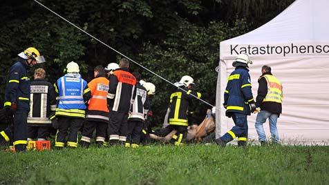 Helikopter auf dem Weg nach Salzburg abgestürzt: 4 Tote (Bild: EPA)