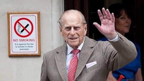 Prinz Philip vor 91. Geburtstag aus der Klinik entlassen (Bild: EPA)