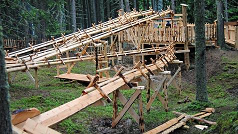 Tulfes in Tirol lockt mit erster Outdoor-Holzkugelbahn (Bild: APA/TOURISMUSVERBAND HALL-WATTENS)