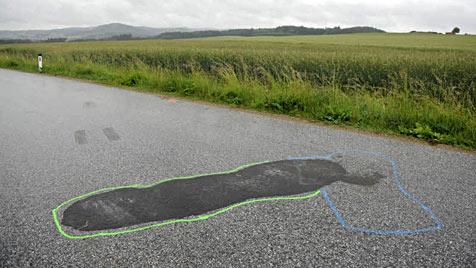 Zehnjähriger Bub kracht in NÖ mit Mofa gegen Auto (Bild: Imre Antal)