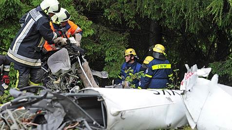 Helikopter auf dem Weg nach Salzburg abgestürzt: 4 Tote (Bild: dpa/Marc Müller)