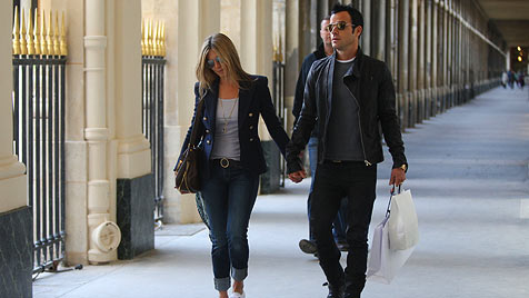 Jennifer Aniston und Justin Theroux turteln in Paris (Bild: Viennarerport)