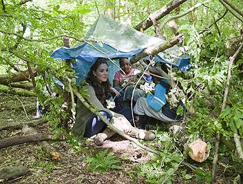 Herzogin Kate mit Schulkindern beim Campingausflug (Bild: AFP)