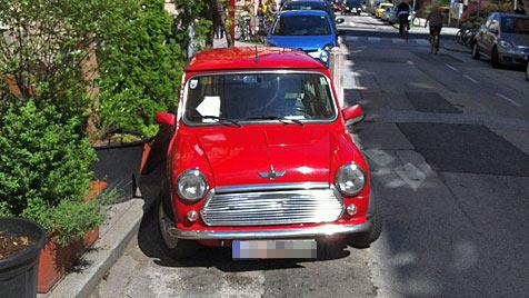 Parken in Ladezone bringt MINI-Fahrer 19 Strafzettel ein (Bild: Michael Pichler)