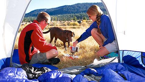 Tipps und Tricks für einen entspannten Zelturlaub (Bild: thinkstockphotos.de)