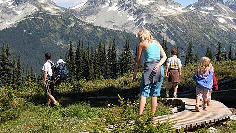 Wandern mit Kindern - so macht es allen Spaß (Bild: thinkstockphotos.de)