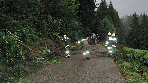 Heftige Unwetter in OÖ hielten 900 Florianis auf Trab (Bild: FF Vorderweißenbach)
