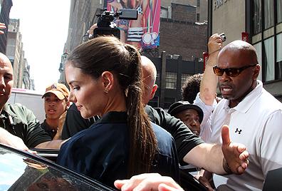 Katie Holmes zeigt sich in New York ohne ihren  Ehering (Bild: AFP)