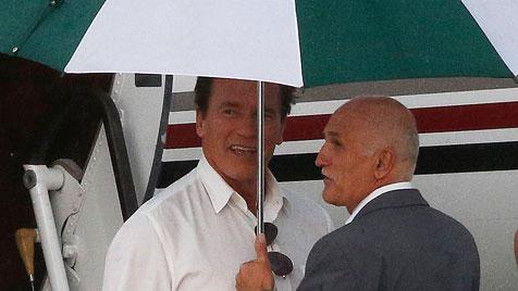 Schwarzenegger-Sohn in Shorts beim Bundeskanzler (Bild: APA/MARKUS LEODOLTER)